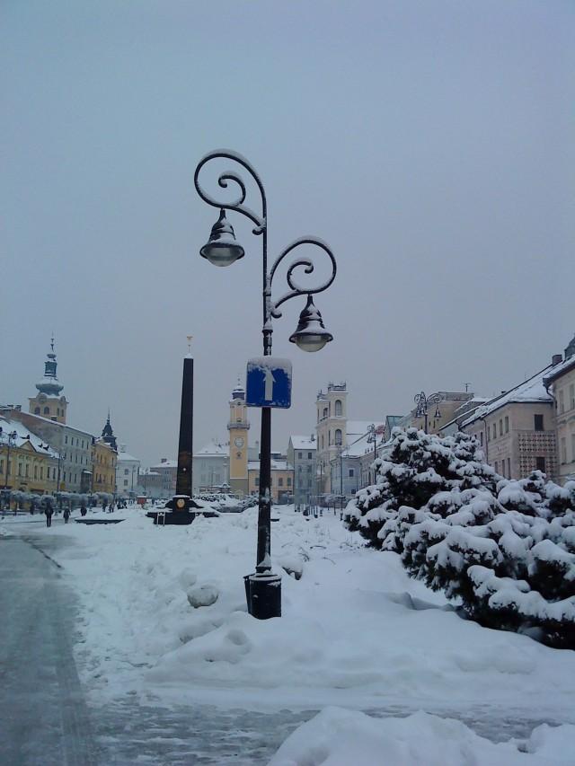 Gradski trg sa obeliskom - spomenikom oslobodiocima u  II svetskom ratu